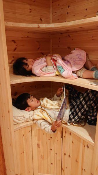 本棚が2段ベッド?!