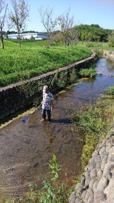 秋でも水遊び